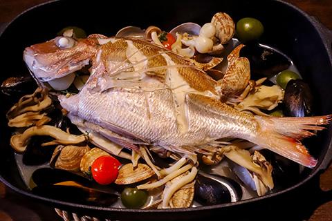 厳選鮮魚のアクアパッツァ